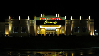A nighttime view of the valet entrance to Hollywood Gaming at Mahoning Valley.